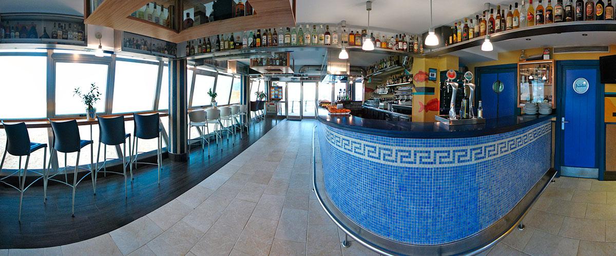 Bar Cafetería Atxarre - Barra y ventanal interior